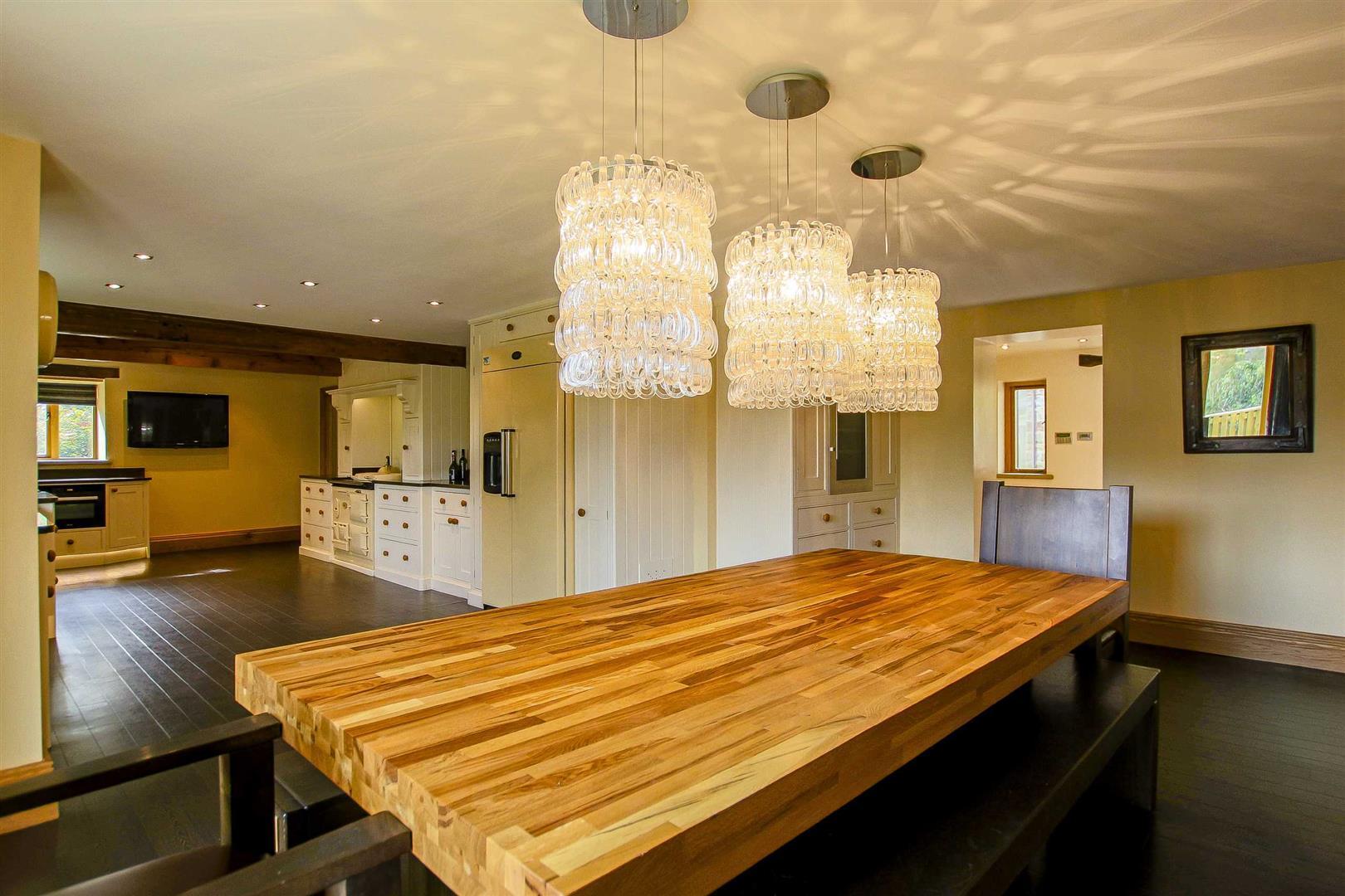 5 Bedroom Cottage For Sale - Image 7